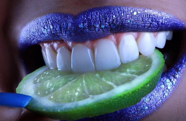 Usługi dotyczące profesjonalnego wybielania zębów