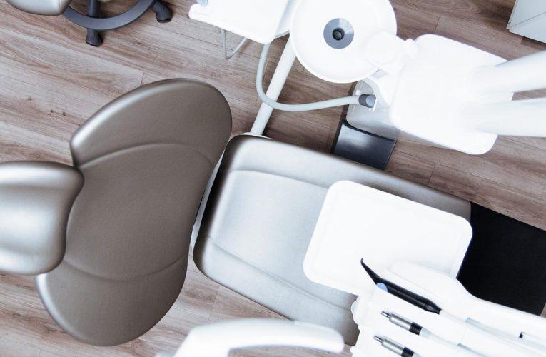 Współczesne aparaty ortodontyczne są wygodniejsze i dyskretne